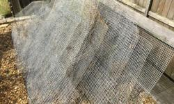 Various sizes of mesh and lengths some about 2 mtr.