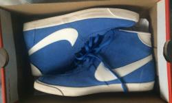 Woman's Nike Bruin Lite Mid - Size 6 Worn once outside